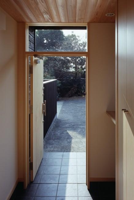 玄関ホールと木製建具