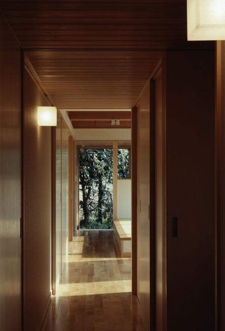 低い天井の廊下