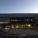 内藤廣設計の高知駅を見ながら…