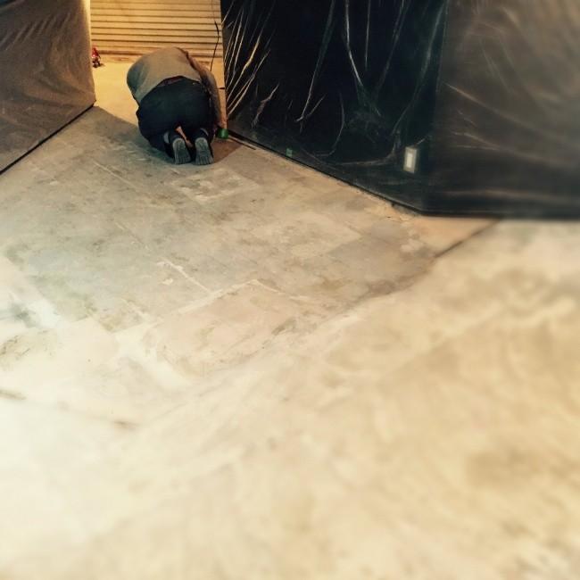 モルタルで床土間を仕上げにかかります!